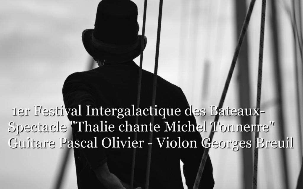 1er-Festival-Intergalactique-des-Bateaux-Spectacle-Thalie-chante-Michel-Tonnerre-Guitare-Pascal-Olivier-Violon-Georges-Breuil-Écran_2-m4v-image